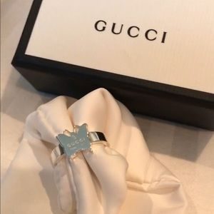 Butterfly ring with Gucci trademark